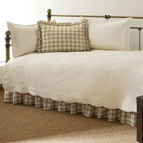 Twin 5 Piece Daybed Quilt Set With Scalloped Edges In